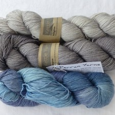 3 coloured yarns