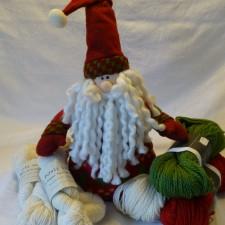 Santa toy with yarns