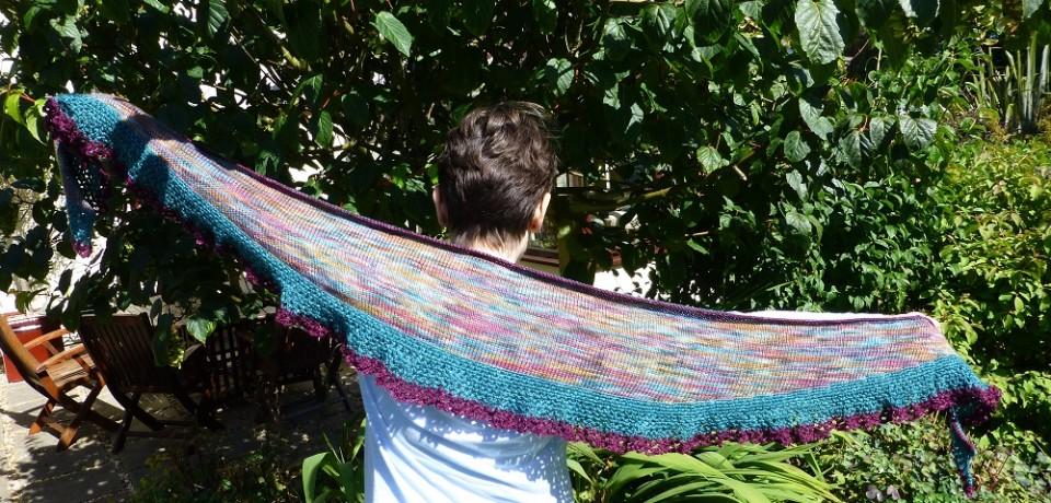 A long shawl shaped scarf