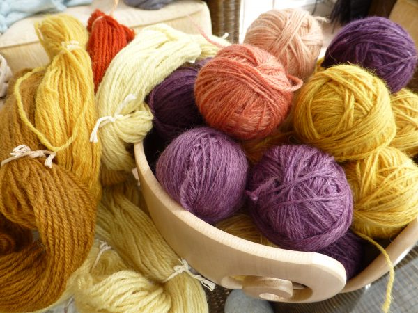 Natural dyed yarns, ready to use
