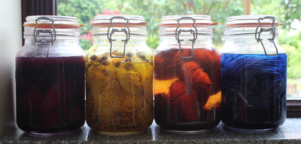 Colours of natural dyes